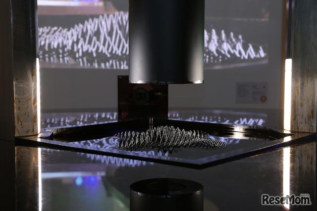 磁性流体と音で「磁石」のはたらきを感じるダイナミックな展示